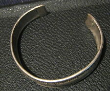 Lovely cuff style silve tone metal bracelet with delicate design adjustable
