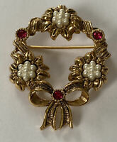 Vintage Gold Tone & Rhinestone Wreath Pin w/Faux Pearls Holiday Christmas Brooch