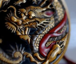 Unusual Circular inro Dragon fighting Japanese Gold Silver red lacquer Edo 18th