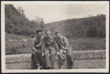 YZ2782 Militari in posa su un muretto - 1930 Fotografia d'epoca