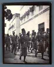 Tanzanie, Zanzibar, Un défilé militaire   Vintage citrate print. Tirage citrat
