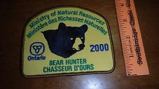 MINISTRY OF NATURAL RESOURCES BEAR HUNTER CHASSEUR D'OURS CANADA  2000  BX E #17