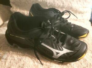 Never worn Women's Mizuno Wave Lightening Volleyball Shoes, size W9