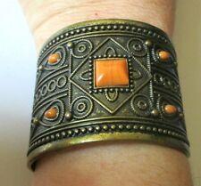 Large bracelet manchette rigide en bronze cabochons oranges bijou rétro