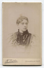 CDV WOMAN IN PLEATED DRESS. BERLIN, GERMANY.