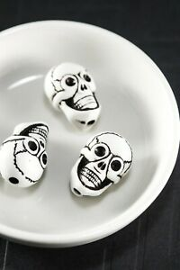 20 Pcs Black and White Large Plastic Skull Beads 20mm x 14mm x 13mm Hole 2.5mm