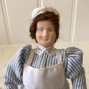 Dolls house miniature 1:12 ARTISAN porcelain cook doll + stand - FULLY POSABLE