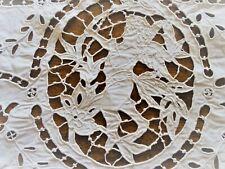 Broderie ancienne avec dentelle  - pièce de 43 cm x 29 cm