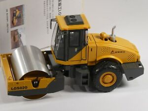 SDLG (Shangdong LinGong) Die Cast Model Road roller LGS820 and Box 1:35