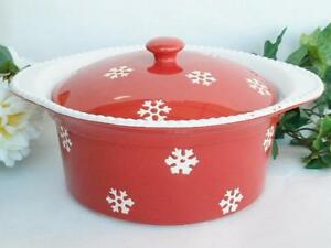 SNOWFLAKE RED WHITE Stoneware COVERED CASSEROLE 11x10x5 Winter Holiday Bake *NEW