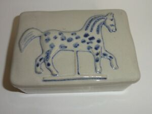 VINTAGE BLUE HORSE POTTERY BOX MUSEUM OF AMERICAN FOLK ART