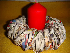Kerzenhalter Kranz aus Papierröllchen Schleife Handarbeit bunt Dekoration Haus