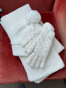 Woments Hat, Glove and Scarf Set