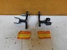 SUZUKI GSX400 F HALTER FUSSRASTE NOS NEU 43510-33200 43520-33200 (374)