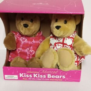 HALLMARK LIMITED EDITION MUSICAL KISS KISS BEARS All You Need Is Love Song works