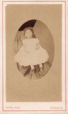 Photo carte de visite: Darré ,Petite fille ( ressemble à une poupée) , vers 1865