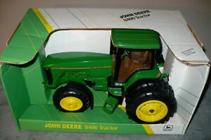 1/16 8400 JOHN DEERE COLLECTOR EDITION Toy Tractor with MFWD, Duals Ertl NIB