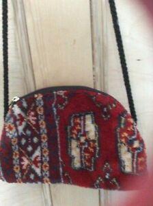 SMALL RED CARPET BAG, ZIPPED