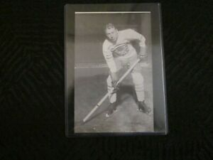 NHL Vintage Photo Bee Hive Collection of Toronto Maple Leafs Ken Doraty