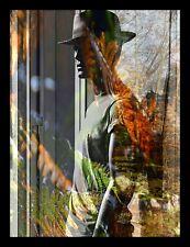 """PHOTO ORIGINALE, personnage, MONTAGE NUMÉRIQUE de HZEN : """"L'HOMME ADOSSÉ"""" 40x50"""