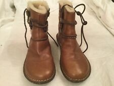 UGG S/N 1932 Womans Chestnut Flat Round toe Leather and Shearling Size 6