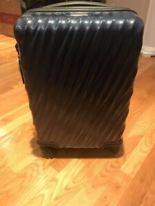 NEW Tumi 19 Degree Polycarbonate CONTINENTAL Carry-On - 228661 NAVY BLUE