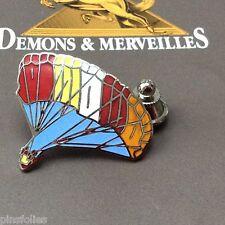 Pin's Folies Demons & Merveilles ITV Fly over fabricant voiles Parachutiste ...