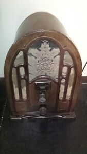 RARE Petite 1930s RESTORED ANTIQUE UNIVERSAL CATHEDRAL TUBE RADIO Works GREAT!