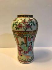 Ancien petit vase en porcelaine de Chine Canton - maison de poupée ?
