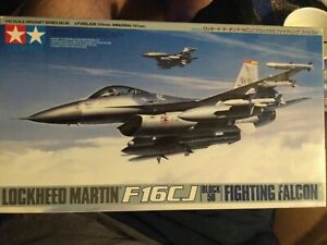 Tamiya 1/48 Airplane LOCKHEED MARTIN F-16CJ Block 50 Fighting Falcon # 61098