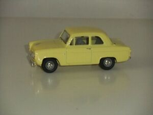 1:43 Vanguards VA21000 Ford Anglia 100E 1957 - Yellow