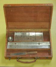 Ancienne grande boite de peinture bois et métal