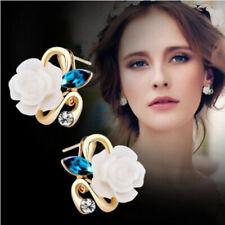 boucles d'oreilles fleurs roses blanches coloris doré strass.