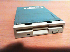 """EC. Panasonic 1.44 MB, 3.5"""" FLOPPY DISK DRIVE - (FAULTY) - (PC ONLY) - (USED)"""