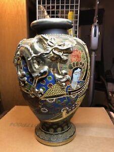 LARGE ANTIQUE JAPANESE SATSUMA PORCELAIN POTTERY VASE URN GOLD GILT FULL DRAGON