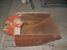 """18"""" Ditch Witch Used Bucket Flange Spacing 6"""" & 2-1/4"""" Pin 1-1/2"""" C-to-C 8-7/8"""""""