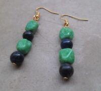 Boucles d'oreilles avec des perles vintage en céramique et pierre bleue