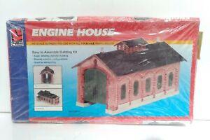 Life Like Traind Engine House HO Scale Model Kit 1354 NIB NEW