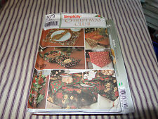 SIMPLICITY CHRISTMAS CLUB TABLE LINEN AND DECOR PATTERN  9979 UNCUT