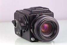 Premium Classic SLR 6x6 HASSELBLAD 2000 FC/M Black+Planar 2.8/80 F Wlf Cla
