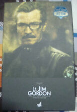 1/6 Hot Toys The Dark Knight Lt. Jim Gordon (SWAT Suit Version) (MISB)
