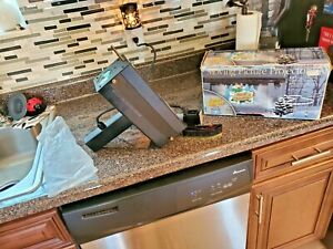 EUC  Mr. Christmas 2001 Moving Picture Projector INCLUDES ALL 10 Movies WORKS