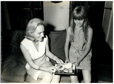 Yvonne Heyerdahl et sa fille à Laigueglia Vintage silver print Tirage argentiq