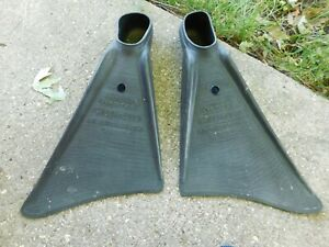 PAIR OF VINTAGE SUPER-A PROFESSIONAL NEMROD BY SEAMLESS MADE IN SPAIN FINS