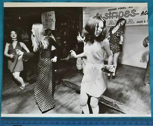 "1972 Press Photo 10""x8"" Alba TV Miss Stripes GoGo Dancing Contest Retro Fashion"