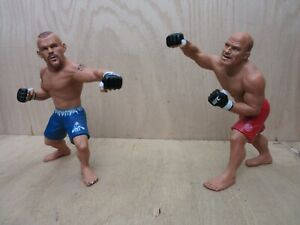 """ROUND 5 """"UFC LIVE"""" Chuck Liddell & Randy Couture Action Figures from UFC 43"""