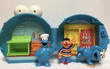 2008 Fisher Price Cookie Monster On the Go Playset House Case + 3 Action Fig L5