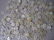 240 très petits boutons blancs,(P3) pr vêtements enfants ou poupées,Diam.0,9-1cm