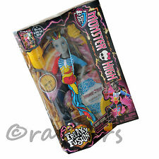 Nuevo Monster High Freaky Fusion Neighthan Rot Boy Muñeca Mattel CBP33