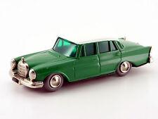 Lilliput Micro-Racer Mercedes 220 S grün-weiß # 133